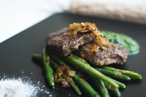 foodiesfeed.com_paleo-steak-closeup2